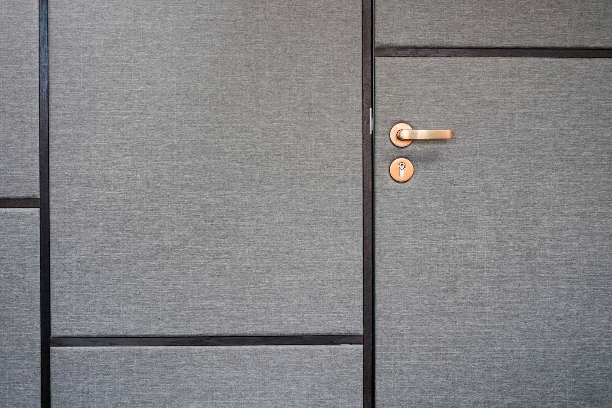 04-Loft-Wohnbereich-Detail-Messinggriff-01